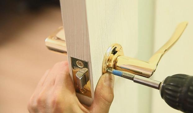Как устанавливать ручки на межкомнатные двери