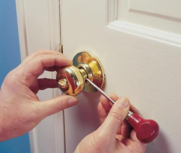 Дверные ручки с замком для межкомнатных дверей как снять
